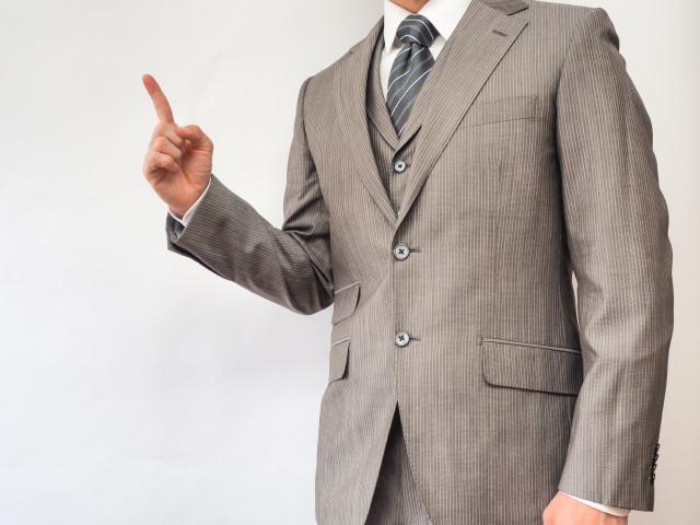 指さししている男性